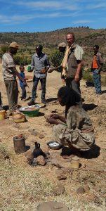 Gastvrij onthaal door boeren die tef aan het wannen zijn